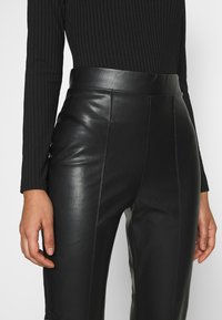 Nly by Nelly - STUNNING PANTS - Bukse - black - 4