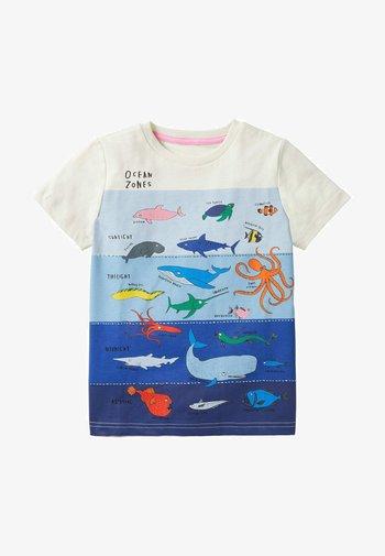 MIT SCHICHTGRAFIK - Print T-shirt - naturweiß unterwasserszene