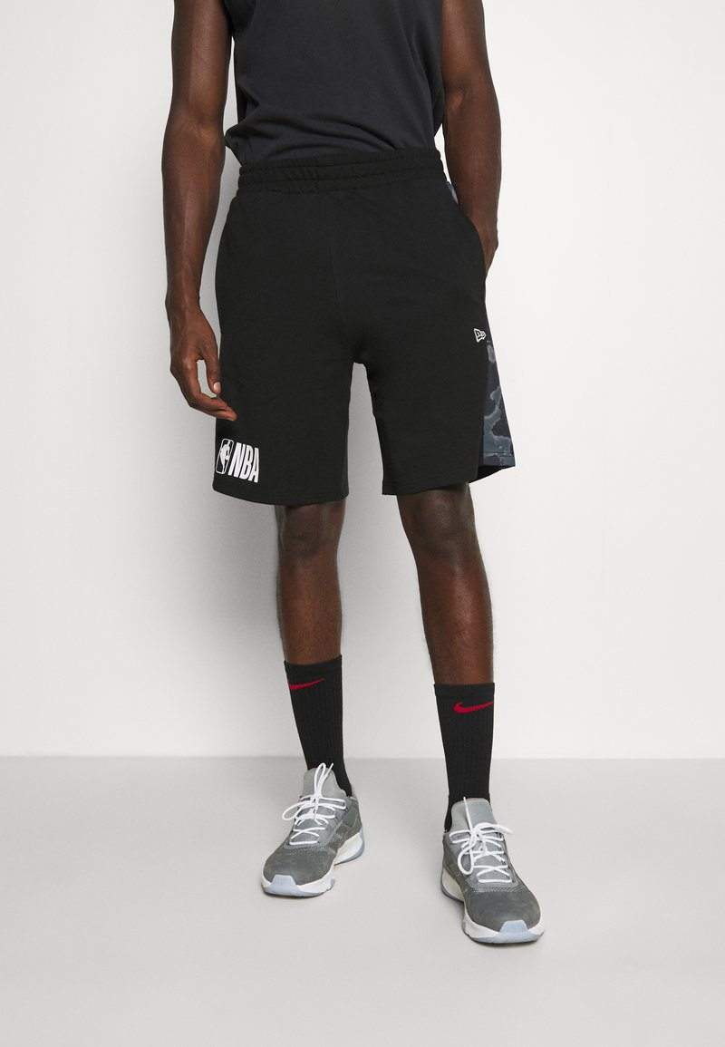New Era - NBA LOGO OUTDOOR UTILITY PANEL - Sports shorts - black