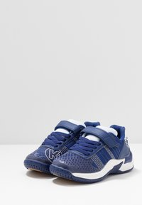 Kempa - ATTACK CONTENDER JUNIOR CAUTION - Handball shoes - midnight blue/white - 3