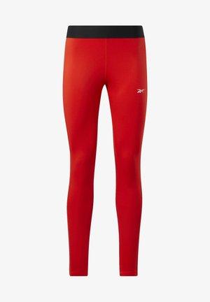 TRAINING ESSENTIALS LINEAR LOGO LEGGINGS - Leggings - red