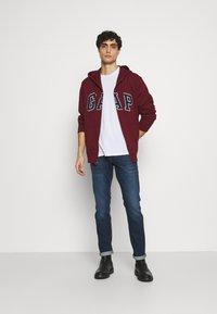 GAP - ARCH - Zip-up hoodie - shiraz - 1