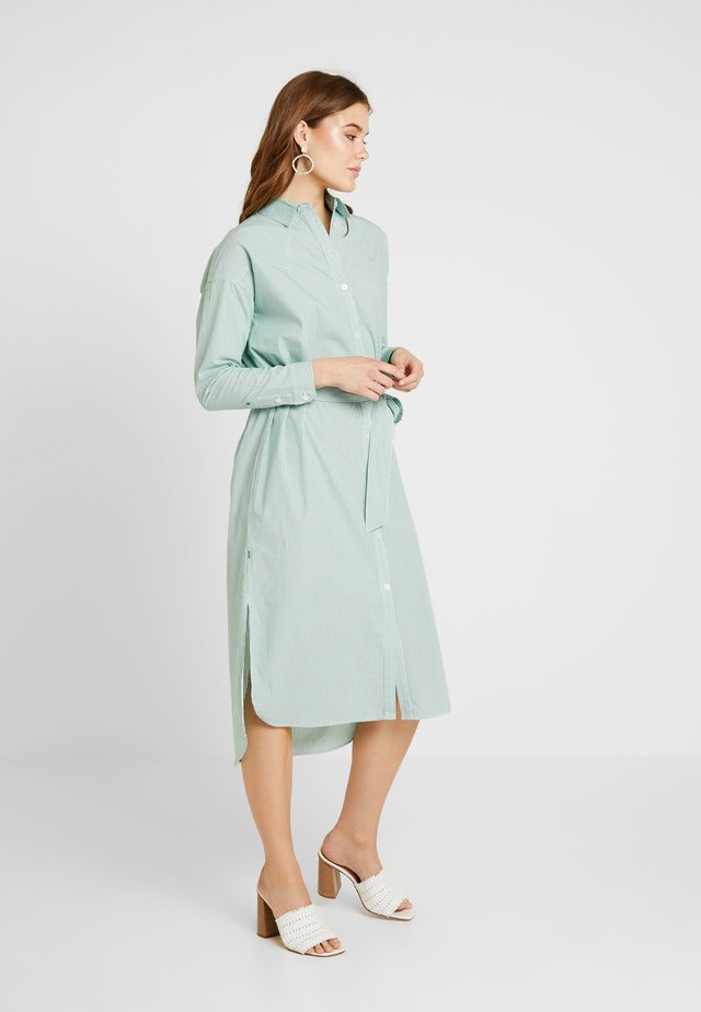 CLEAN DRESS WITH PRESS BUTTONS - Vestido camisero - light green