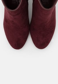 XTI - Ankle boots - burgundy - 5