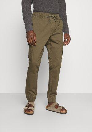 JIM CUFF - Pantalon cargo - ivy green