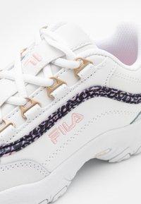 Fila - STRADA JR - Tenisky - white/coral blush - 5