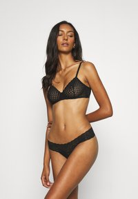 Gilly Hicks - CORE THONG 3 PACK - Thong - white/berry wine/black - 0