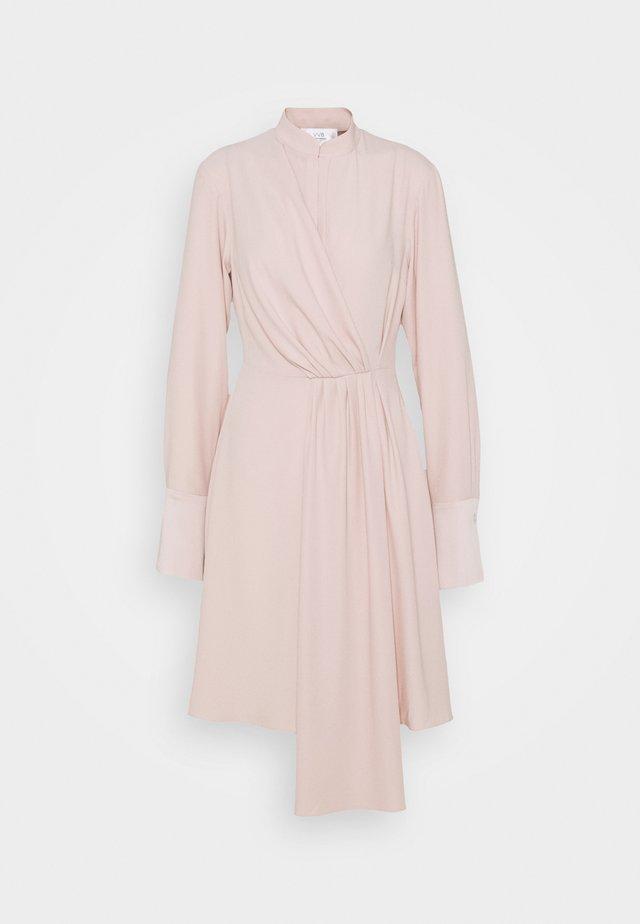 DRAPED FLUID CADY MINI DRESS - Denní šaty - petal pink