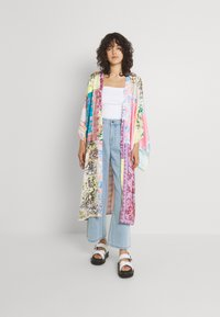 Free People - PATCHED WITH LOVE ROBE - Kevyt takki - magic combo - 0