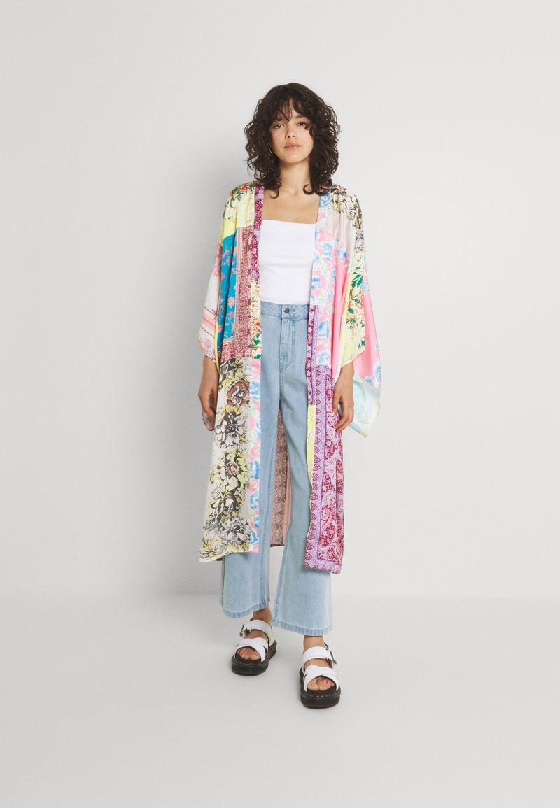 Free People - PATCHED WITH LOVE ROBE - Kevyt takki - magic combo