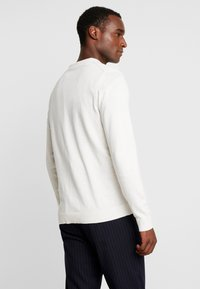 Selected Homme - SLHTOWER CREW NECK  - Svetr - white melange - 2