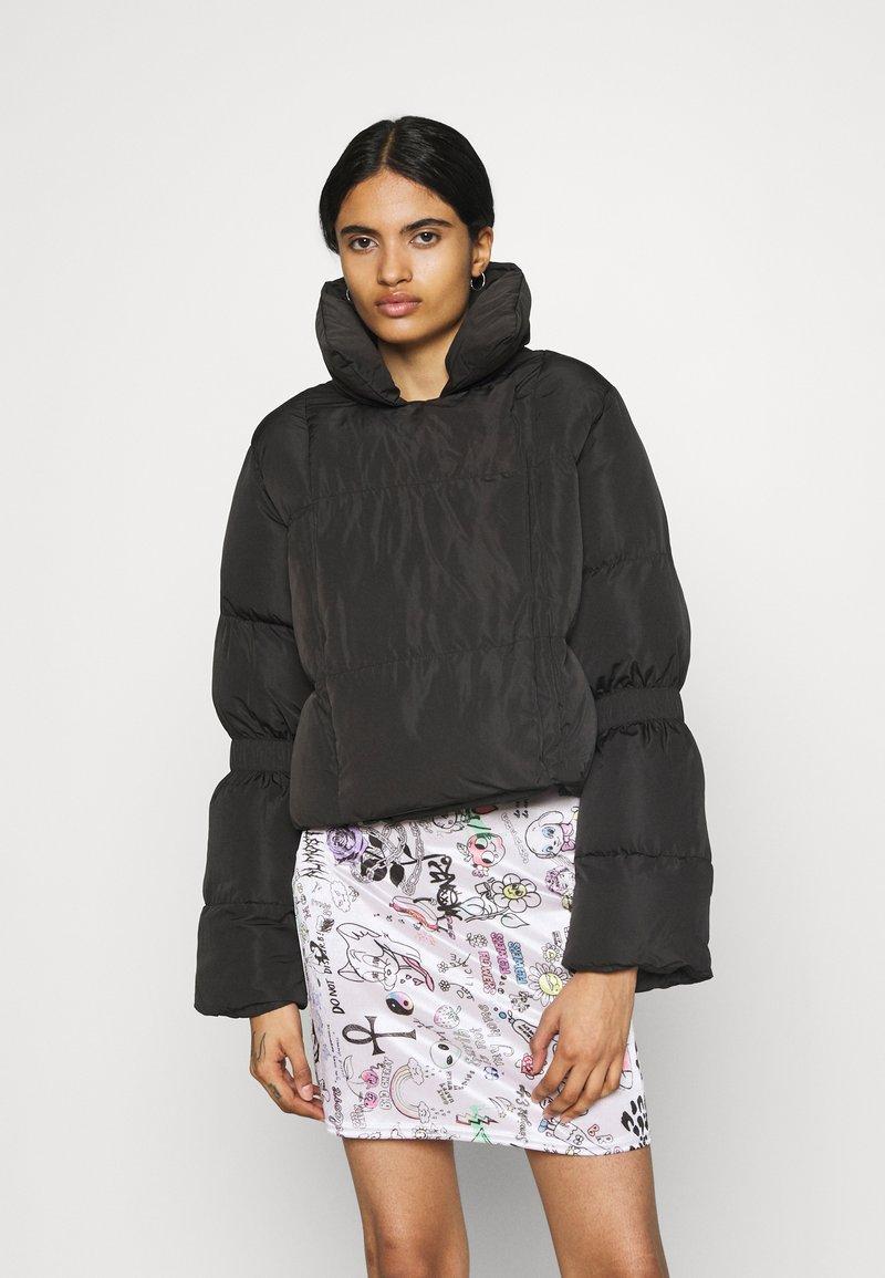 NA-KD - JASMIN AZIZAM PUFFER JACKET - Winter jacket - black