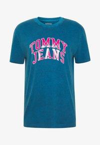 Tommy Jeans - NOVEL VARSITY LOGO TEE - Print T-shirt - audacious blue - 4