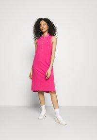 GANT - SUNFADED DRESS - Fodralklänning - cabaret pink - 1