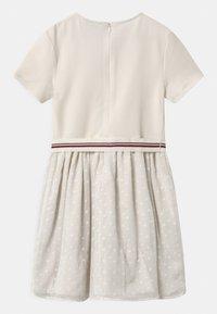 Tommy Hilfiger - COMBI - Vestito di maglina - off-white - 1