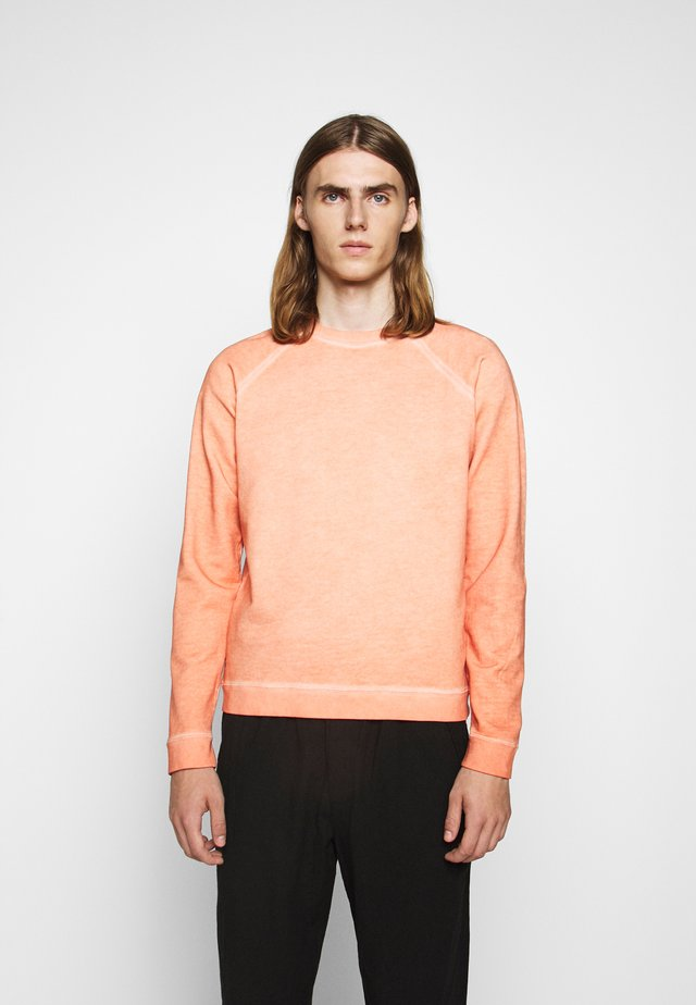 COLD DYE RIVET SWEAT - Collegepaita - coral orange