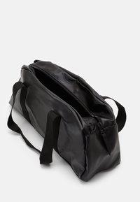 Rains - DAILY DUFFEL SMALL UNISEX - Sports bag - shiny black - 2