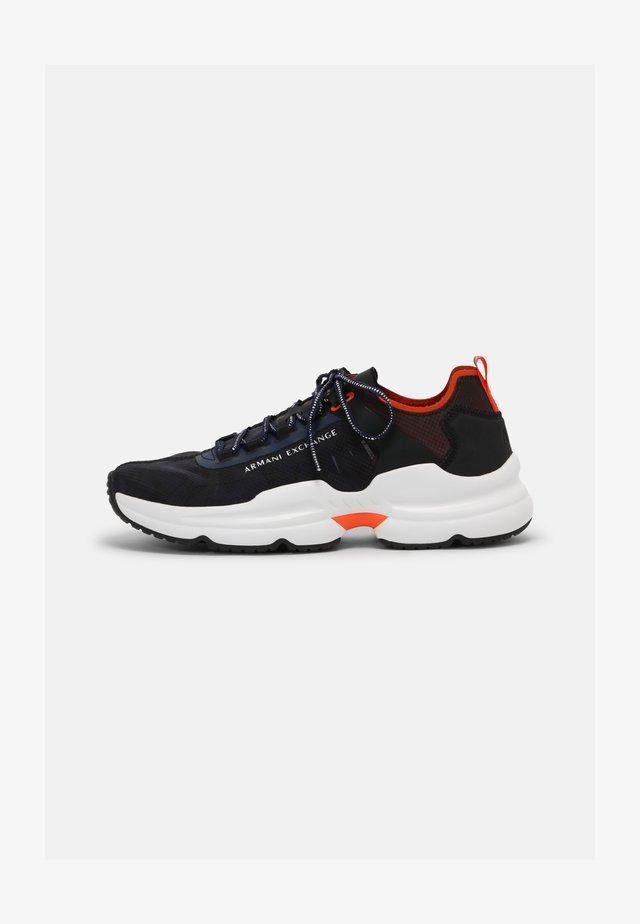 Sneakers laag - camu navy