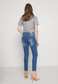 BLANCHE - JADE LIGHT CROPPED - Jeans slim fit - indigi heavy enzy - 2