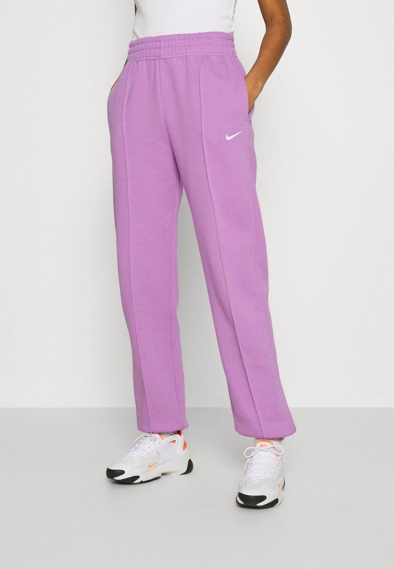 Nike Sportswear - Pantalones deportivos - violet shock/white