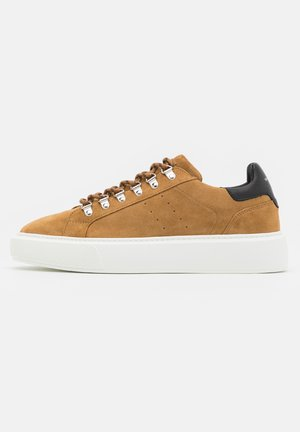CHAUSSURES - Trainers - brown