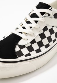 Vans - BOLD - Trainers - black/marshmallow - 5