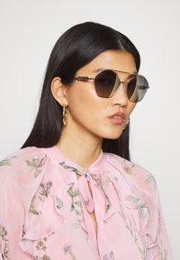 Guess - Sunglasses - metallic grey - 1