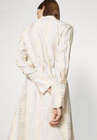 IVY & OAK - BECCA - Day dress - beige check - 3
