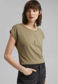 edc by Esprit - Print T-shirt - light khaki - 4