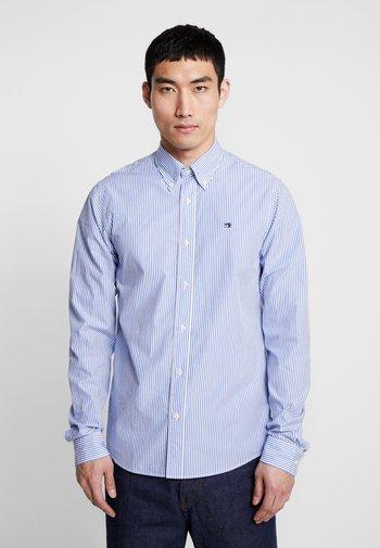 CRISPY REGULAR FIT BUTTON DOWN COLLAR - Shirt - off-white