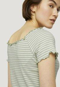 TOM TAILOR DENIM - CARMEN - Print T-shirt - green - 4
