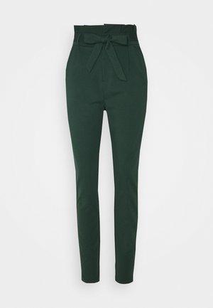 VMEVA PAPERBAG PANT - Pantalon classique - pine grove