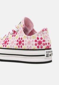 Converse - CHUCK TAYLOR ALL STAR EVA LIFT OX UNISEX - Zapatillas - white/pink/black - 4