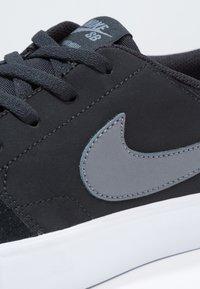 Nike SB - PORTMORE II SOLAR - Skateschoenen - black/dark grey/white - 5