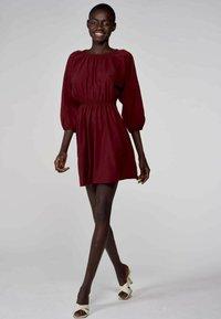 Astrid Black Label - Korte jurk - bordeaux - 0