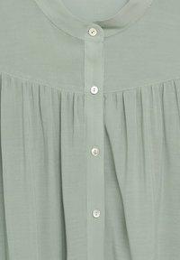 Mango - MINT - Button-down blouse - vert pastel - 5