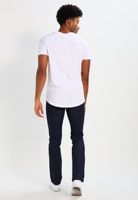 Jack & Jones - JJPRHUGO TEE CREW NECK  - Basic T-shirt - white - 2