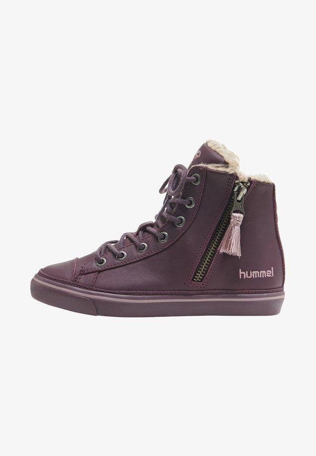 Winter boots - prune purple