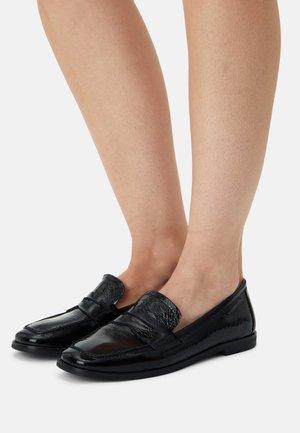 Įmautiniai batai - black