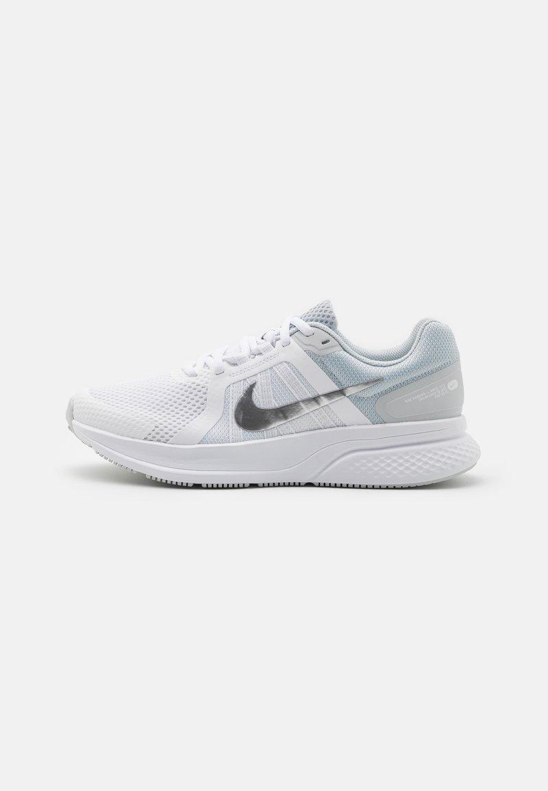 Nike Performance - RUN SWIFT 2 - Zapatillas de running neutras - white/metallic silver/pure platinum