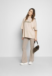 Missguided Maternity - MATERNITY FLARE - Pantalones - pink - 1
