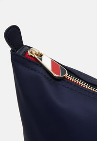 Tommy Hilfiger - POPPY TOTE - Shopping bags - blue - 3