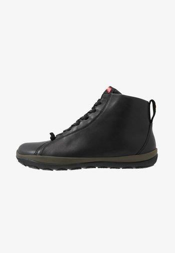 PEU PISTA - High-top trainers - black