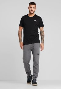 The North Face - MENS SIMPLE DOME TEE - Basic T-shirt - black - 1