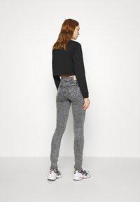 Calvin Klein Jeans - MID RISE SKINNY - Jeans Skinny Fit - grey yoke - 2