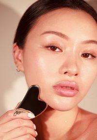 SACHEU BEAUTY - GUA SHA - STAINLESS STEEL - Skincare tool - chrome - 4