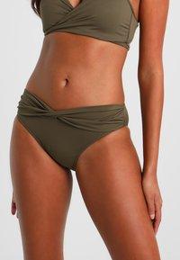 Seafolly - TWIST BAND HIPSTER - Bikini-Hose - dark olive - 0