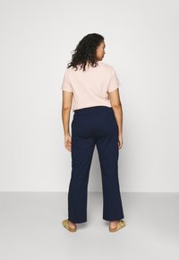 CAPSULE by Simply Be - PLEAT FRONT WIDE LEG JOGGERS - Trousers - navy - 2