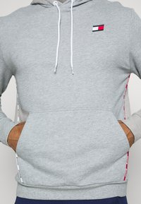 Tommy Hilfiger - PIPING HOODY - Sweat à capuche - grey - 4