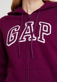 GAP - FASH - Zip-up hoodie - beach plum - 5